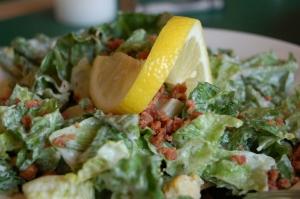 caesar-salade-1322437-1279x850
