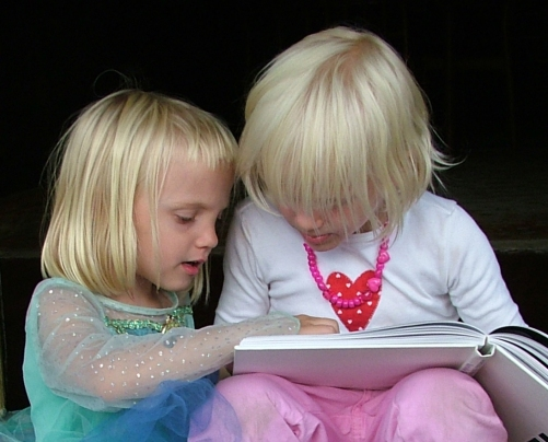 girls-read-book-1431218
