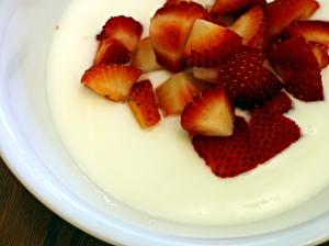 strawberries-and-yogurt-1326564